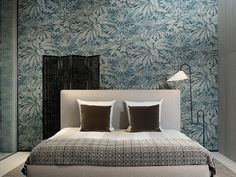 A vinyl wallpaper collection full of big designs with worldly influences, in unexpected colour combinations that leave no one untouched. Vinyl Wallpaper, Arte Wallcovering, Japanese Countryside, Cafe Art, Made To Measure Curtains, Latest Wallpapers, Big Design, Creative Colour, Looks Vintage