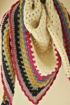 Crochet Granny Shawl. Free pattern.