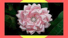 Diy Lace Ribbon Flowers, Ribbon Flower Tutorial, Ribbon Art, Ribbon Hair Bows, Ribbon Crafts, Fabric Ribbon, Flower Crafts, Fabric Flowers, Fleurs Kanzashi