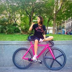 MTB & Cycling / GregThomas uploaded / from Nuvelo Fixed Gear Girl, Mtb Cycles, Cycling Girls, Urban Bike, Bicycle Girl, Cycling Shoes, Bike Style, Girls In Love, Cool Bikes