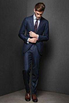 The Italian suit style is the trendiest one than two previous cut. Sharp Dressed Man, Well Dressed Men, Style Gentleman, Gentleman Mode, Mode Masculine, Best Suit Brands, Italian Style Suit, Italian Suits, Terno Slim Fit