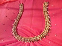 bridal jewelry for the radiant bride Simple Blouse Designs, Silk Saree Blouse Designs, Bridal Blouse Designs, Blouse Neck Designs, Dress Designs, Blouse Patterns, Blouse Styles, Hand Work Design, Maggam Work Designs