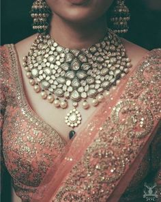Names of 9 Popular Bridal Necklace Types for Indian Brides! *With Photos* India Jewelry, Gold Jewelry, Leather Jewelry, Jewelry Logo, Jewelry Bracelets, Pandora Jewelry, Luxury Jewelry, Modern Jewelry, Cartier Jewelry