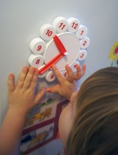 Child can play with Clock, move arrows, learn how to planning the day. Preschool Learning Activities, Infant Activities, Teaching Kids, Kids Learning, Kids Crafts, Preschool Crafts, Bottle Cap Crafts, Plastic Bottle Caps, Kids Education