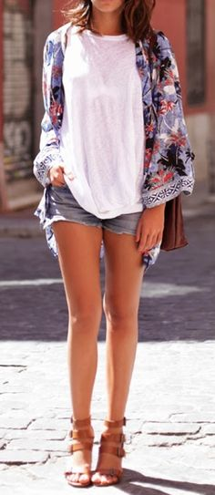 Stunning Summer Casual Outfits - Kimono Over sized Top and Denim Shorts