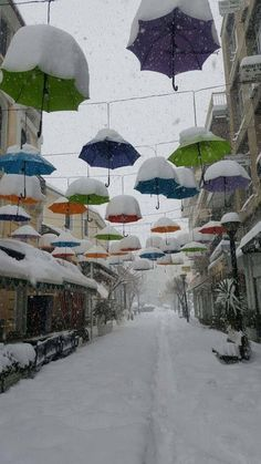 Karditsa is a city in western Thessaly in mainland Greece. The city of Karditsa is the capital of Karditsa regional unit. Decorated for Christmastime. Snow Scenes, Winter Scenes, Snow Pictures, Winter Destinations, Thessaloniki, Amazing Photography, Cool Photos, Amazing Photos, Beautiful Places