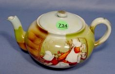 Royal Bayreuth Sunbonnet Babies Teapot: with sweeping and cleaning scene