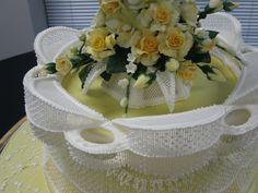 String Work cake | ... bridgeless stringwork gold medal cake with gumpaste roses and orchids
