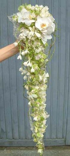BRUDEBUKETT HVIT Glass Vase, Wedding Planning, Plants, Home Decor, Blogging, Room Decor, Wedding Ceremony Outline, Flora, Home Interior Design