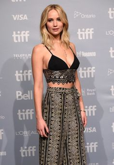 Jennifer Lawrence fashion is awesome. By the way, Jennifer Lawrence outfits are a pretty idea for evening dresses. Jennifer Lawrence Photos, Jenifer Lawrence, Hollywood Actresses, Actors & Actresses, Ontario, Celebs, Girl Celebrities, Beautiful Celebrities, X Men