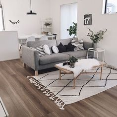 31 Amazing Simple Living Room Decor Ideas You Have To Try Simple Living Room Decor, Small Living Room Design, Living Room Grey, Living Room Interior, Living Room Designs, Small Apartment Living, Lounge Decor, Scandinavian Living, Scandinavian Interior Design