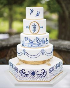The five-tier Tahitian vanilla cake by Ana Parzych Cakes, inspired by the couple's favorite dessert from the Icebox Cafe in Miami Beach.