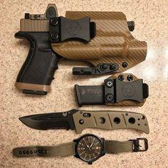 Holster love from @fridgeoperator with Todays EDC....... #igmilitia #concealedcarry #concealedcarrynation #gunsdaily #pewpew #secondamendment #2ndamendment #2a #pewpewpew #pewpewlife #2amendment #benchmade #alphaoutpost #training #tools #trijicon #gunsofinstagram #gunchannels #sickguns #glock19 #glocklife #9mm Anrdesignkydexholster.com