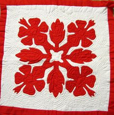 hawaiian quilt design featuring ginger and hibiscus. Hawaiian Quilt Patterns, Hawaiian Pattern, Hawaiian Quilts, Quilt Patterns Free, Applique Patterns, Applique Designs, Hawaiian Decor, Applique Ideas, Quilting Templates
