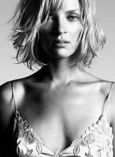Uma Thurman - i can't have the sides of my hair layered like that but what about… Uma Thurman, Choppy Bob Haircuts, Layered Haircuts, Short Haircut, Womens Health Magazine, Celebrity Portraits, Short Blonde, Farrah Fawcett, Famous Women