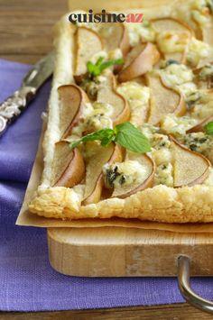 La tarte poires et roquefort est une entrée sucrée salée à préparer facilement à la maison. #recette#cuisine#tarte #poire #fromage #roquefort#patisserie Brie, Food And Drink, Salty Tart, Pear Tart, Torte, Meal