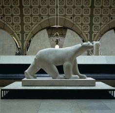 François Pompon (1855-1933) - Ours blanc (entre 1923 et 1933) / Statue en pierre (marbre) H. 163 ; L. 251 ; P. 90 cm /// Paris, musée d'Orsay