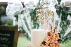Topo de bolo desenvolvido pela 2Wed para o blog Lápis de Noiva.   Evento realizado no sítio Meio do Mato - Rio de Janeiro, decoração de casamento estilo Boho Chic.