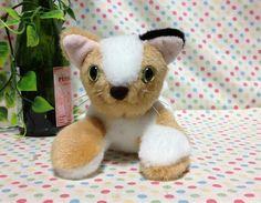 三毛ちゃんズの最後の一匹です。三毛ちゃんズは、普通の三毛猫さんたちの集まりです。三毛猫3匹で三毛ちゃんズを結成しました!!白黒茶の三毛猫のぬいぐるみです。この...|ハンドメイド、手作り、手仕事品の通販・販売・購入ならCreema。