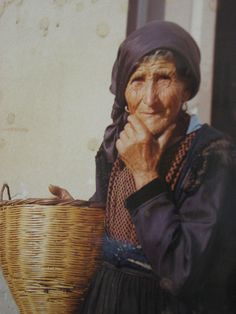 Monterosso - Calabrian woman #TuscanyAgriturismoGiratola