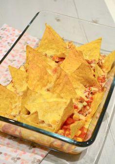 De nacho schotel bestaat uit nacho chips, lekkere kaas en een gehakt saus. Voor mij echt dingen die ik afzonderlijk al heel lekker vind.