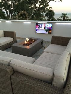 We had the opportunity to supply the venue with 25 commercial grade natural gas fire pits for use on their rooftop terrace to keep patrons warm while gazing out into the ocean depths. Our fire pits are nested around sectional seating areas where patrons enjoy this amazing view. We're proud to say that this order was delivered as promised in 2 weeks!  The outdoor fire pits seen in these photo's are the 50.5″ Baltic Rectangle Glacier Fire Table.