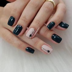 Adding some glitter nail art designs to your repertoire can glam up your style within a few hours. Check our fav Glitter Nail Art Designs and get inspired! Simple Nail Art Designs, Short Nail Designs, Easy Nail Art, Acrylic Nail Designs, Trendy Nails, Cute Nails, Gelish Nails, Minimalist Nails, Heart Nails