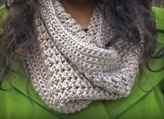 Free Pattern - This Eggnog Crochet Cowl is just what your winter wardrobe needs! It's easy to crochet, and will keep you cozy all season long. Work up this trendy crochet cowl using just 1 skeins of your favorite worsted weight yarn. Crochet Cowl Free Pattern, Crochet Gratis, All Free Crochet, Knit Or Crochet, Crochet Scarves, Crochet Shawl, Crochet Clothes, Crochet Stitches, Crochet Patterns