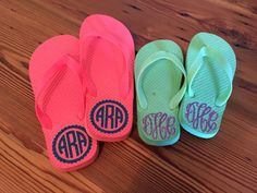 These personalized LADIES flip flops are the perfect addition to your beach or poolside attire! Or, they make a great summertime gift for a teacher, babysitter, high school graduate, etc. Choose from a variety of regular or glitter heat transfer vinyl colors to customize your flip flops! Shoes are made to order so please allow one to two weeks for your order to be completed. You will receive a confirmation email once your order ships out.  When placing your order, please choose your flip…