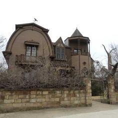 Fans of the TV show The Munsters will recognize this as a replica of the series' main location at 1313 Mockingbird Lane. Munsters House, The Munsters, Haunted Places, Abandoned Places, Haunted Houses, Abandoned Mansions, 1960s Tv Shows, Second Empire, Texas Homes