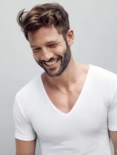 Moderne Basic T-Shirts für Männer aus feinsten Materialien, mit perfekter Passform von Mey Bodywear. Für den perfekten Sommer-Look!