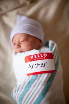 Creative birth announcement photo ideas| Nametag photo by Heather Golde
