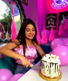 Yolo, Mariana Avila, Amazing Halloween Makeup, Cake, Vestidos, Famous Youtubers, Wonder Woman Drawing, Youtubers, Cat Illustrations