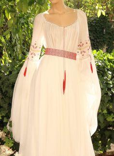 Traditional Romanian Wedding Dress Source by marynasinichenko dresses ideas European Wedding Dresses, Traditional Wedding Dresses, Classic Wedding Dress, Traditional Outfits, Stylish Dress Designs, Stylish Dresses, Casual Dresses, Romanian Wedding, Rustic Bohemian Wedding