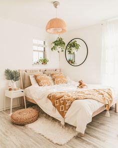 Pink Bedroom Decor, Bohemian Bedroom Decor, Diy Room Decor, Tan Bedroom, Entryway Decor, Wall Decor, Bedroom Ideas For Small Rooms Cozy, Small Room Bedroom, Chambre Tan