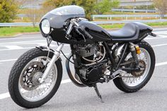 Yamaha SR400 | Öhlins shocks | via sr400times.com