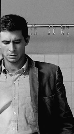 20 Black and White Photos of Anthony Perkins as Norman Bates in Alfred Hitchcock's Psycho ~ vintage everyday Norman Bates, Anthony Perkins, Alfred Hitchcock, Scary Movies, Old Movies, Entertainment Weekly, Classic Horror Movies, Horror Films, Tv Movie