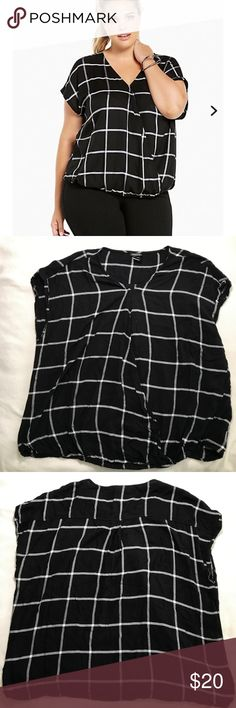 """Torrid Plaid Dolman Top Size 2 (XXL) Excellent Used Condition Torrid Top (2016) still on the torrid website. Approximate measurements; Length 28.25 , Shoulder 19"""" . No stains or holes. Bottom is elastic in front. MAKE ME AN OFFER torrid Tops"""