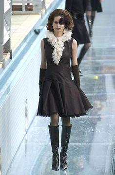 Chanel - Haute Couture - Fall / Winter 2000