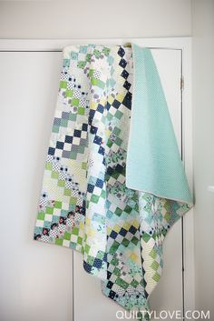 Quilty Love   Completed Scrappy Trip Around the World Quilt   http://www.quiltylove.com