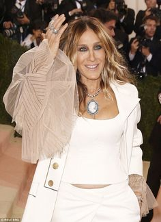 Sarah Jessica Parker lashes out at blogger who criticised her Met Gala outfit | Daily Mail Online