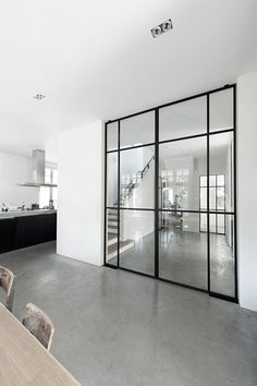 de mooiste interieurs met zwarte kozijnen the most beautiful interiors with black frames – Everything to make your home your Home Internal Doors, Pivot Doors, Steel Doors, Beautiful Interiors, Interiores Design, Windows And Doors, Steel Windows, Home And Living, Living Room