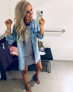 Stripped dress & chambray top - Clothes I love - Modetrends Summer Work Outfits, Mom Outfits, Fall Outfits, Casual Outfits, Cute Outfits, Denim Dress Outfit Summer, Jean Shirt Outfits, T Shirt Dresses, Casual Summer Outfits Women