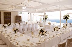 Perched high on the Palm Beach Penisula, Jonah's is the ultimate location for a wedding. Jonah's cliff top garden is the perfect site for a wedding ceremony and guests can take advantage of al fresco drinks and canapés before moving into the main restaurant to continue celebrations.