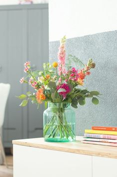 home decor, floral - Pretty flowers. home decor, floral Pretty flowers. home decor, floral Happy Flowers, Simple Flowers, Fresh Flowers, Spring Flowers, Beautiful Flowers, Flowers Vase, Floral Flowers, Home Flower Arrangements, Beautiful Flower Arrangements