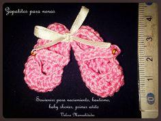 Zapatitos para nenas | Valora manualidades www.valoraweb.blogspot.com.ar #crochet #souvenirs