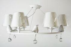 Люстра в стиле прованс , из металлического каркаса , с тканевыми абажурами , с элементами декора . Светильник в белом цвете создаст уют в вашем интерьере.