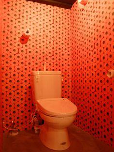 さすが壁紙専門店、トイレの壁紙もトイレットペーパー。こだわってます/渋谷/輸入壁紙専門店「WALPA(ワルパ)」