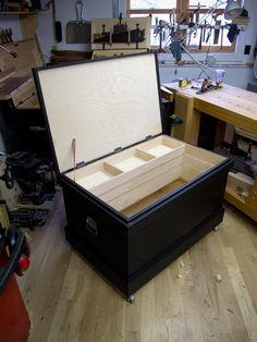 Diy Storage Trunk, Tool Storage, Wood Tool Box, Wood Tools, Woodworking Hand Tools, Woodworking Projects, Lathe Projects, Wood Router, Wood Lathe