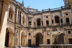 Wat ik een wonder vind zijn kastelen, dit is Tomar, waar ik loop en zovelen voor mij hebben geleefd. Yvonne van Halem